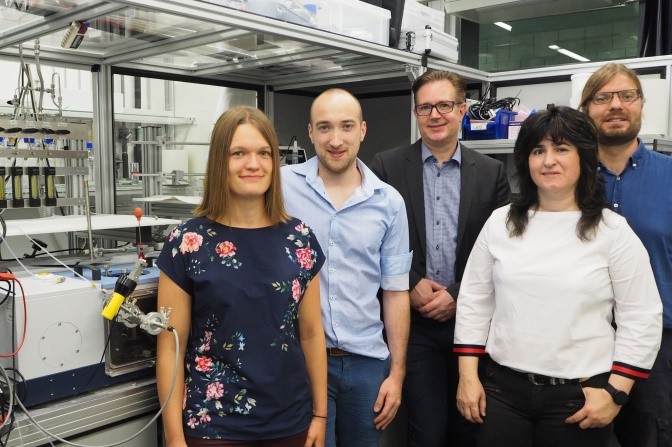 The FAU CIXEL team (from left to right): Manon Bertram, Fabian Waidhas, Prof. Dr. Jörg Libuda, Dr. Yaroslava Lykhach, Dr. Olaf Brummel (photo: Tobias Waehler).